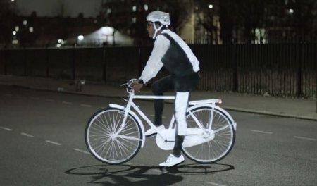 Спасение велосипедистов – спрей, который светится в ночи